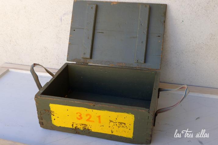 las_tres_sillas_caja_de_madera_ACME (2)