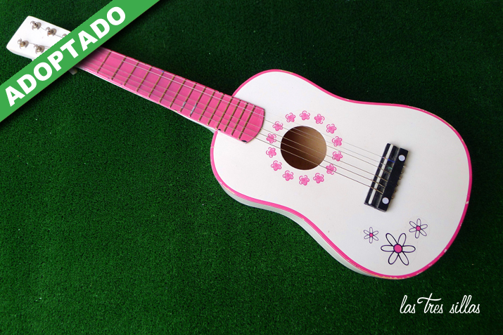 las_tres_sillas_guitarra_juguet