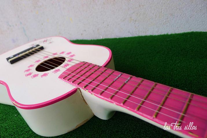 las_tres_sillas_guitarra_juguete (4)