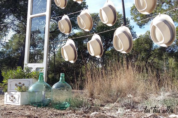 foto_detalle_rincon_sombreros_alquiler_bodas_las_tres_sillas