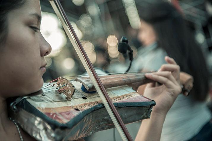 las_tres_sillas_orquesta_instrumentos_reciclados_cateura_paraguay_ (11)