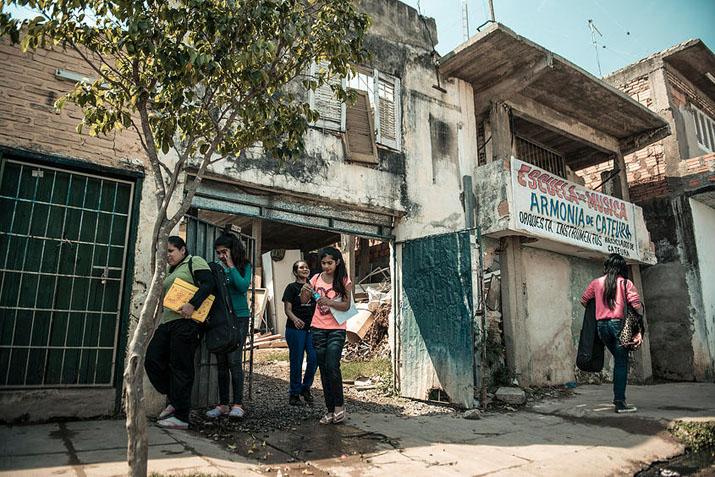 las_tres_sillas_orquesta_instrumentos_reciclados_cateura_paraguay_ (13)