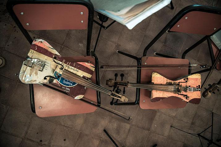 las_tres_sillas_orquesta_instrumentos_reciclados_cateura_paraguay_ (8)