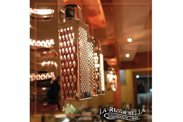 las_tres_sillas_rescatamuebles_lamparas_recicladas_restaurante_caracas-2