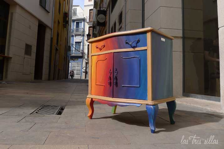 las_tres_sillas_mesita_multicolor (7)
