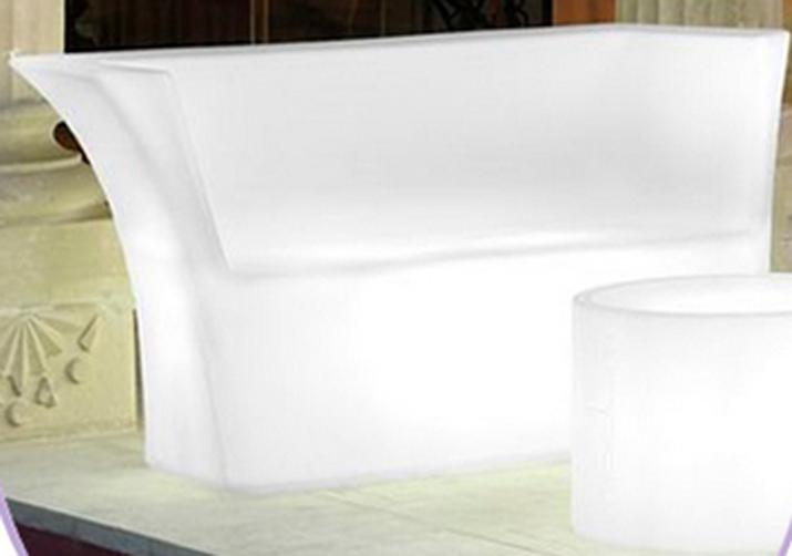 Empresas punteras en alquiler de muebles las tres sillas for Alquiler muebles vintage