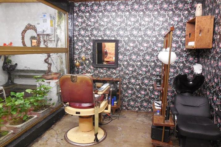 Tiendas decoradas con muebles recuperados las tres sillas - Peluquerias con estilo ...