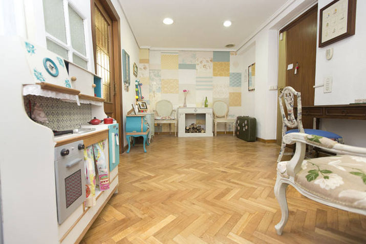 CULTURA /// Las tres sillas , restauradores de muebles vintage