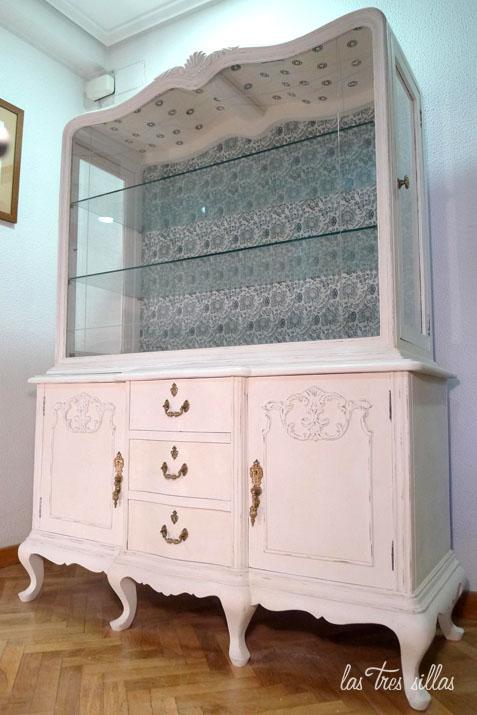 Muebles personalizados con papel pintado las tres sillas for Papel para decorar muebles