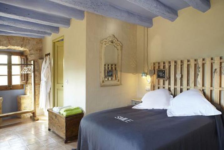 las_tres_sillas_decoracion_hotel_can_casi_muebles_reciclados (7)