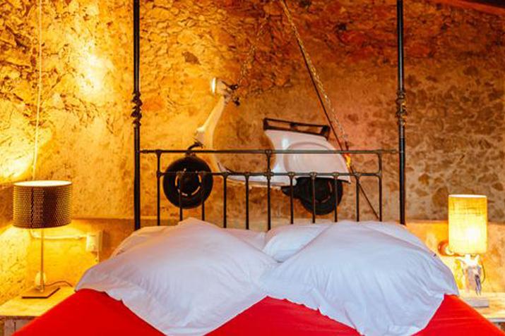 las_tres_sillas_decoracion_hotel_can_casi_muebles_reciclados (9)